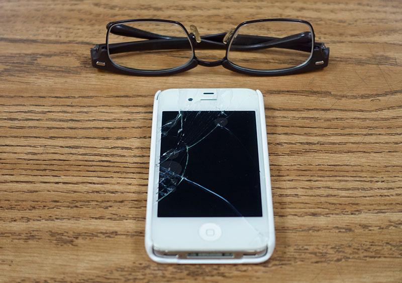 broken_iphone4s